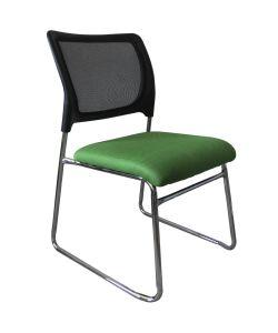 Alessia Versátil silla de  visita  perfecta para pequeños espacios  con respaldar en malla negra, asiento en tela verde y estructura cromada
