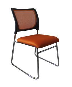 Alessia Versátil silla de  visita  perfecta para pequeños espacios  con respaldar en malla naranja, asiento en tela naranja y estructura cromada