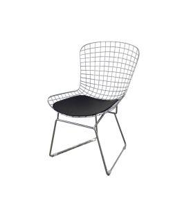 Icon Silla SOHO con diseño elegante entrelazado en acabado plateado y asiento tapizado en cuerina negra.